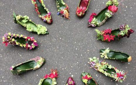 buty zrobione z kwiatów