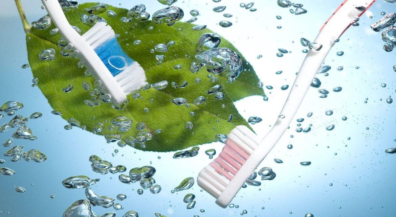 jak czyścić szczoteczkę do zębów